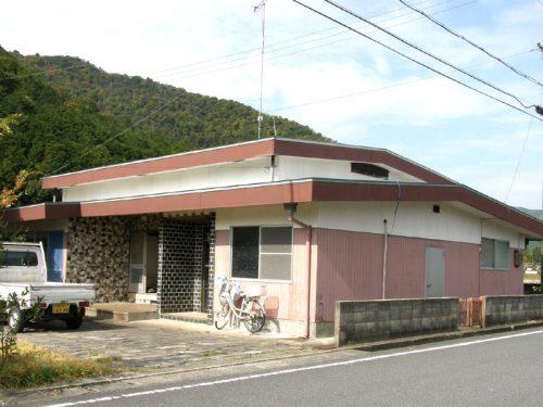 兵庫県多可郡多可町中区 ちょっとおしゃれな建物!平家ですので生活しやすいですよ♪