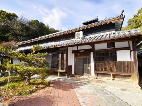 兵庫県たつの市 明治15年築!!どっしりと構える古民家物件です♪