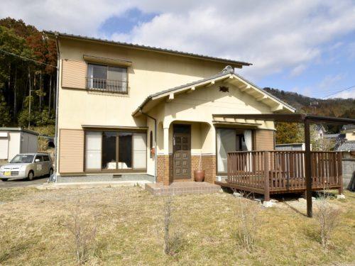 兵庫県姫路市安富町 由緒ある神社近くの家庭的な間取りの一般住宅