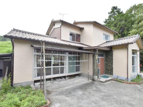 兵庫県たつの市 6DKの一般住宅!集落の一番奥に建っています。