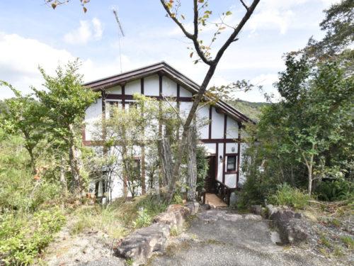 兵庫県上郡町 ヒノキの柱や杉の梁が印象的な山の上に建つオール電化の別荘物件♪
