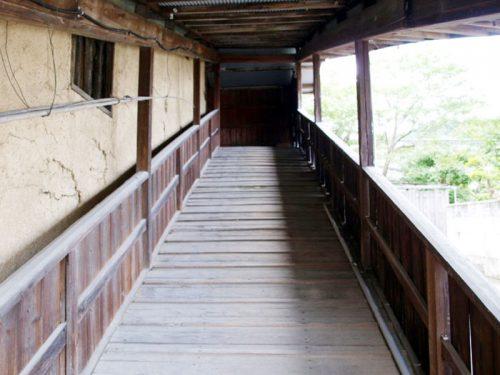スロープ状外階段